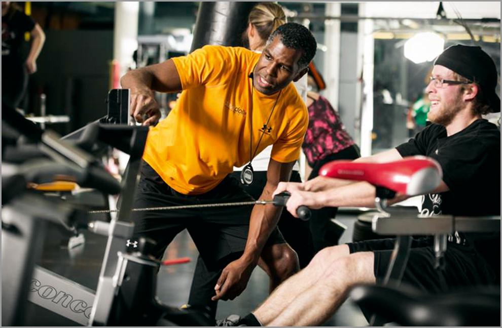 Neben dem Training sind ausreichend Schlaf, der Verzicht auf Kohlenhydrate beim Frühstück sowie die Ergänzung wertvoller Nährstoffe (z.B. Magnesium, Vitamin D etc.) wichtige Massnahmen bei der Gewichtsreduktion