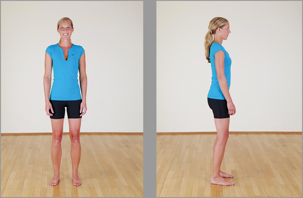 Körperwahrnehmung im Stand: Wie ist das Gewicht auf die Fußsohlen verteilt? Wohin zeigen die Knie? Foto: Fotostudio Claudia Reiter